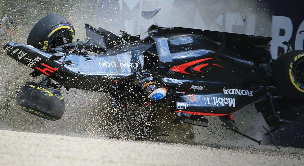 El coche de Alonso en el momento del accidente.