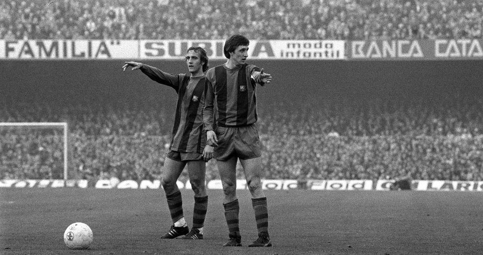Cruyff junto a Neeskens en un partido con el Barça en el Camp Nou.