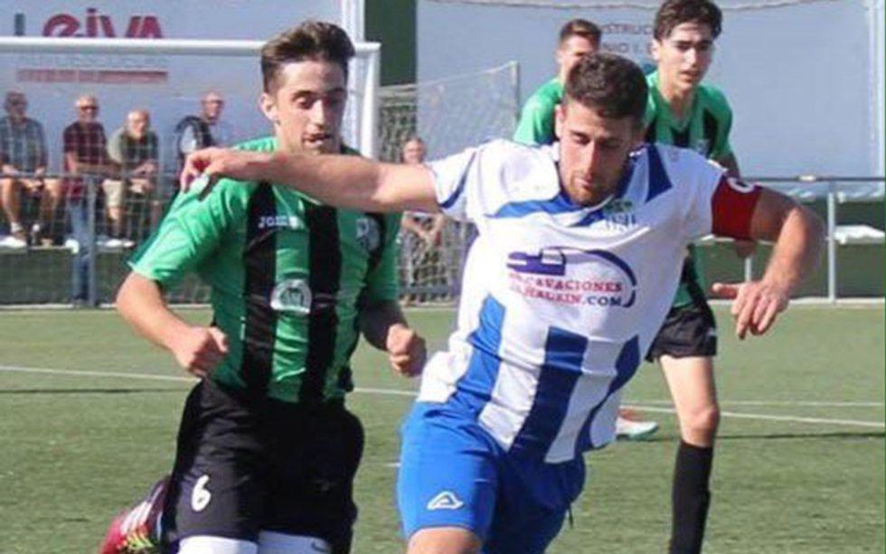 Samuel Galán, de azul, durante un partido.