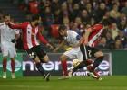 El Sevilla sorprende al Athletic en San Mamés