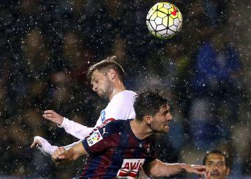 Eibar y Deportivo se reparten los puntos y se sienten salvados