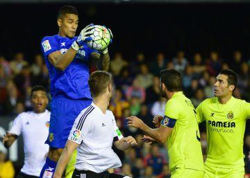 El Villarreal baila al Valencia y se mete en Champions