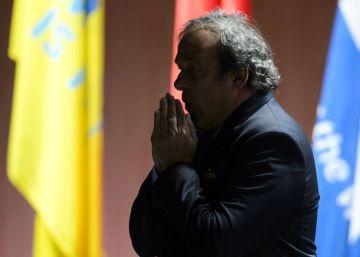Platini seguirá cuatro años en fuera de juego