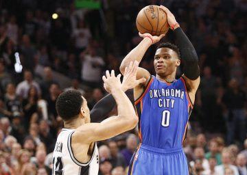 Russell Westbrook pone contra las cuerdas a los Spurs