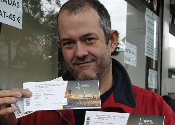 El Sevilla expedienta a 100 socios por reventa