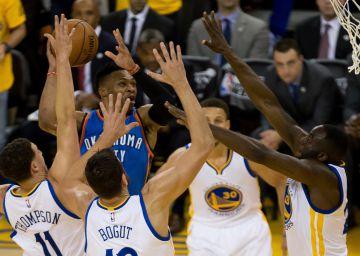 Los Warriors se salvan de la quema ante los Thunder