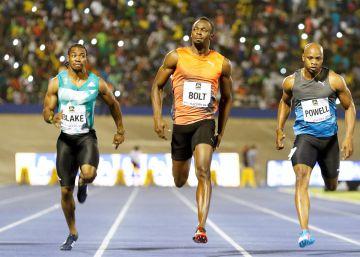 Bolt tropieza en la salida, se deja ir en la llegada y gana con 9,88s