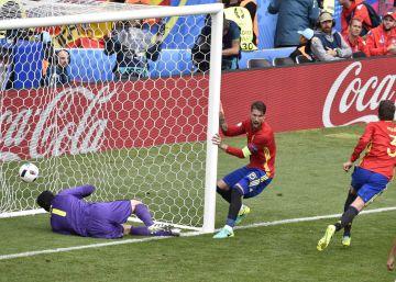España gana a la República Checa en su estreno en la Eurocopa