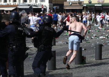 Francia detiene a decenas de hinchas rusos para deportarlos tras los altercados