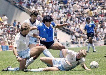 La gloria de Maradona, el lastre de Messi