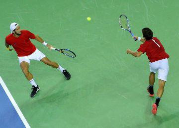 España pierde el dobles ante Rumania