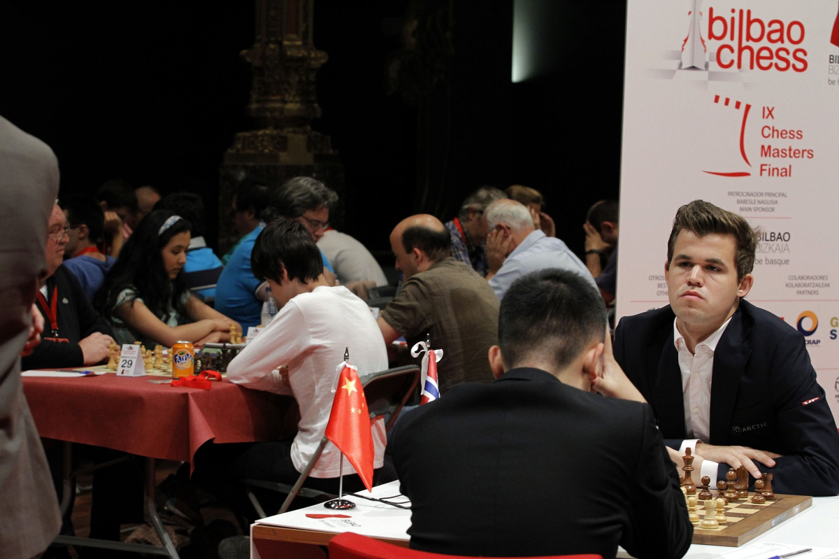Carlsen arriesga, y somete a Yi Wei