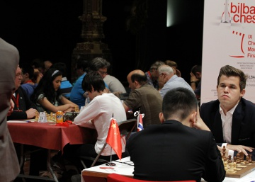 Carlsen arriesga, y somete a Yi Wei en Bilbao