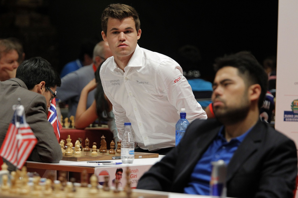 Carlsen, iracundo tras su primer empate