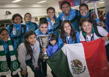 La vuelta olímpica de México en un aeropuerto