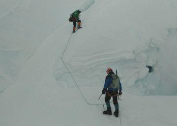 Un alud de nieve se lleva a cuatro alpinistas en Perú