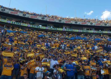 La afición de Tigres en el estadio Universitario.