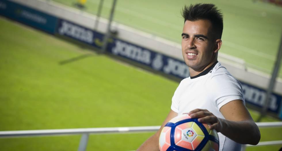 Jurado posa en la ciudad deportiva del Espanyol.