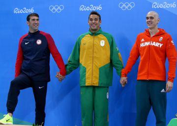 Michael Phelps pierde a lo grande