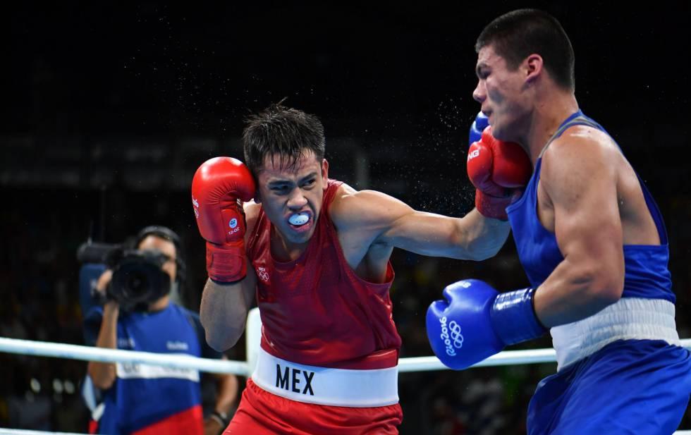 Misael Rodríguez en combato con Bektemir Melikuziev.
