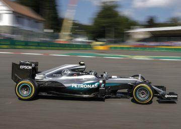 Rosberg se cubre, Verstappen se sale
