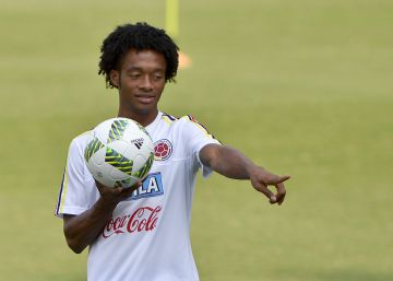 Colombia's player Juan Guillermo Cuadrado during a training session at the Metropolitan Stadium in Barranquilla, Colombia, on August 30, 2016. rn Colombia will face Venezuela on September 1 in a FIFA World Cup Russia 2018 South American qualifier.  AFP PHOTO  LUIS ROBAYO