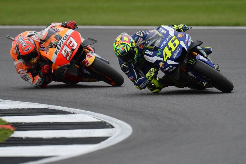 Rossi y Márquez, en la carrera del GP de Gran Bretaña.