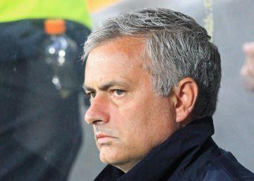 El United limita a 20 periodistas la rueda de prensa de Mourinho