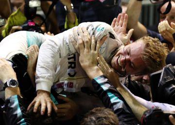 Rosberg vence en Singapur y vuelve a liderar el Mundial