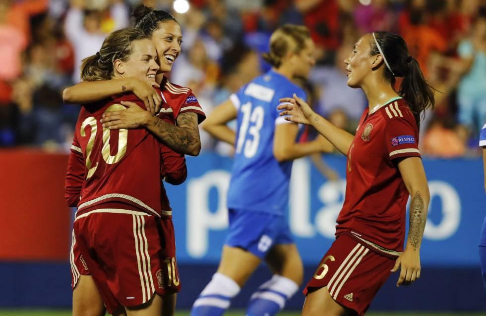 Las jugadoras españolas, tras un gol.