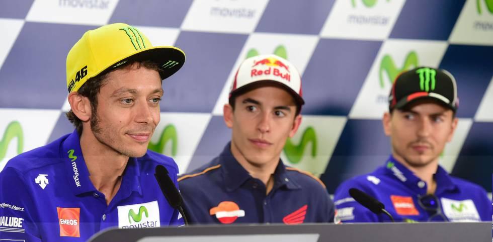 Valentino Rossi (i), Marc Marquez (c) y Jorge Lorenzo en la rueda de prensa previa al GP de Aragón.