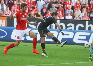 'Chicharito' Hernández marca tres goles al Mainz