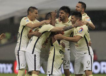 Los jugadores del América celebran el segundo gol