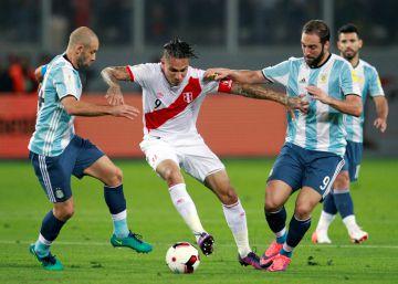 Argentina, Perú y un empate que no le sirve a ninguno (2 a 2)