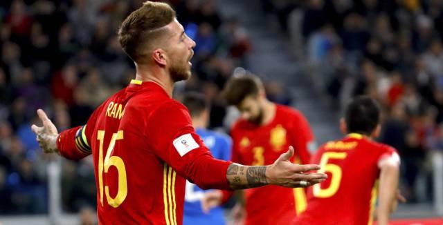 Sergio Ramos se lamenta.