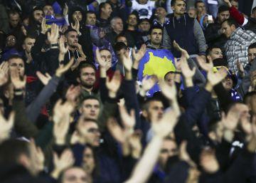 """Aficionados de Croacia y Kosovo piden la """"muerte"""" para los serbios"""
