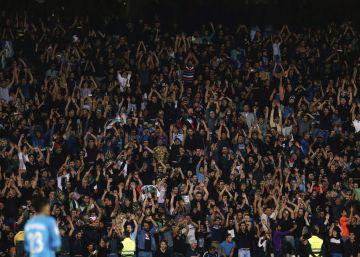 Irán gana a Corea del Sur en un estadio inundado de negro