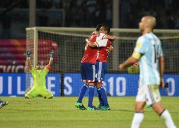 Argentina cae en casa ante Paraguay y se retira con silbidos (0-1)