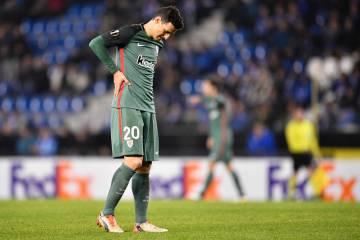 Aduriz, dolorido tras lesionarse en el partido contra el Genk.