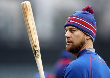 Ben Zobrist, uno de los jugadores de los Cubs se entrena.