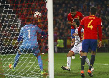 España derrota a Macedonia con oficio y brillo