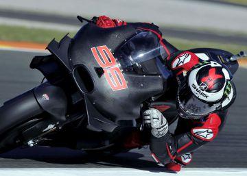 Lorenzo también sabe volar con la Ducati