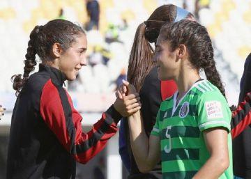Las gemelas que el fútbol dividió