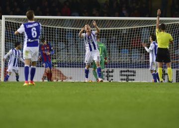 El Barcelona empata en Anoeta y se queda a seis puntos del Madrid
