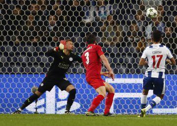 El Oporto golea a un Leicester rebajado rumbo a los octavos