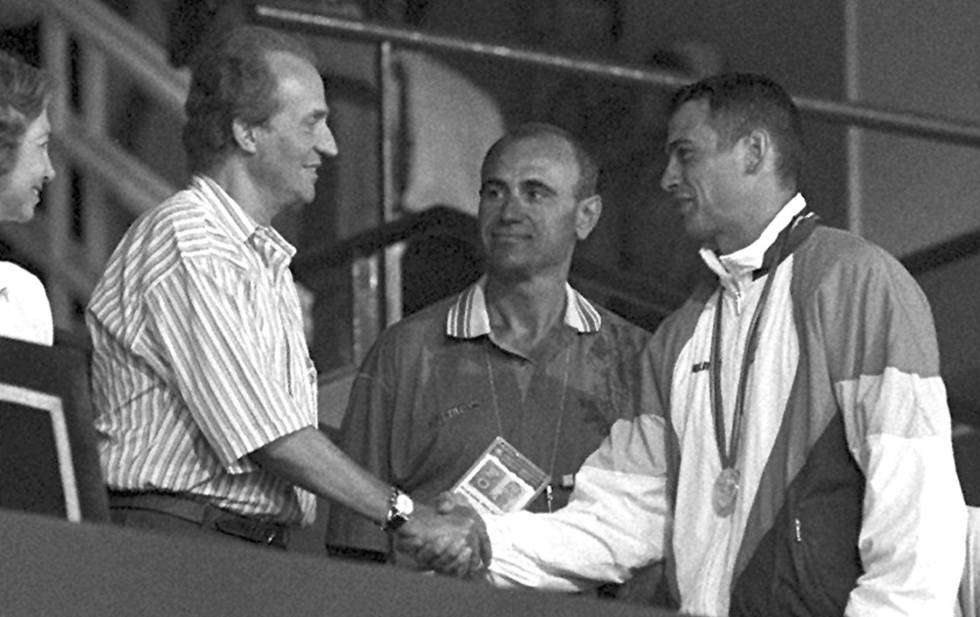 Antonio Peñalver saluda al Rey en presencia de Millán tras lograr la plata en Barcelona 92.