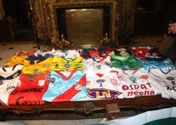 Clubes argentinos mandam camisas de presente à Chapecoense