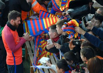 El Barcelona se entrena ante 10.000 aficionados
