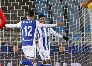 Carlos Vela anota el gol más fácil de su carrera