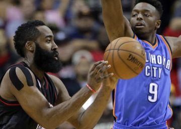 Harden se sale con la suya en su duelo con Westbrook